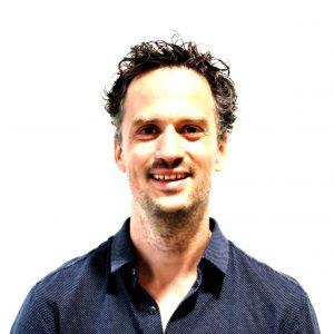 Dr. Tom Bakker